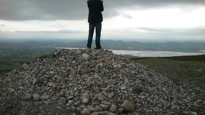 Montanhinha de pedras no topo da montanha de pedra, no topo da montanha