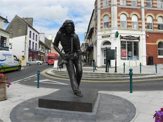 Estátua de Rory no centro de Ballyshannon