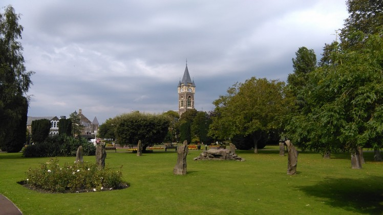 St. David's Church e Victoria Gardens