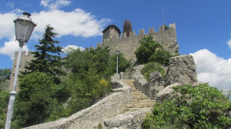 Muralha pra chegar na Seconda Torre